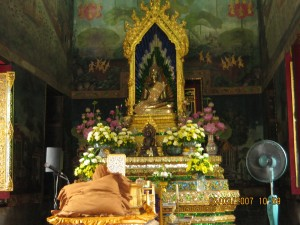 Main shrine hall of Wat Pathum Wanaram Ratcha Wora Viharn (วัดปทุมวนารามราชวรวิหาร).