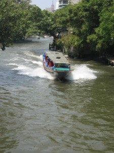 Beating Bangkok's traffic jam by travelling in a river taxi