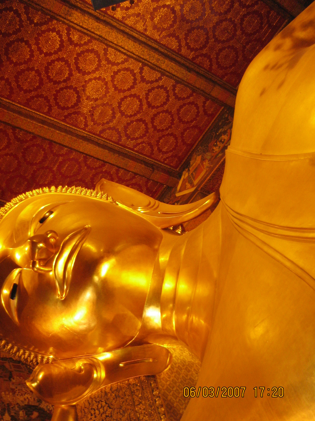 Wat Pho  วัดโพธิ์ in Bangkok- longest reclining Buddha