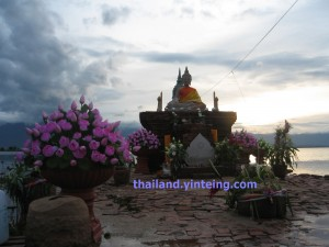 Oldest Underwater Temple in Kwan Phayao, Wat Tilok Aram (วัดติโลกอาราม)