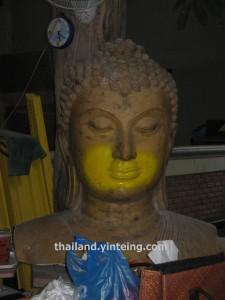 Shop where Buddha statue is made