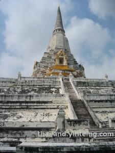 Temple near King of Naresuan monument