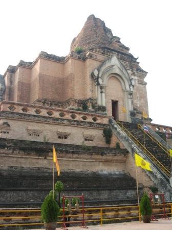 Wat Chedi Luang วัดเจดีย์หลวง Chiang Mai