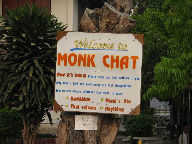Monk chat in Wat Chedi Luang