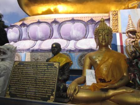 Golden Buddha Phra Phutthanawalantue พระพุทธนวล้านตื้อ at Golden Triangle