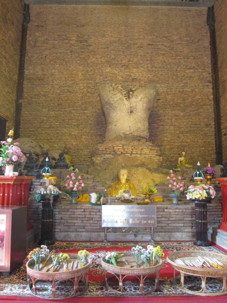 Wat Phra That Pha Ngao in Chiang Saen วัดพระธาตุผาเงา เชียงแสน