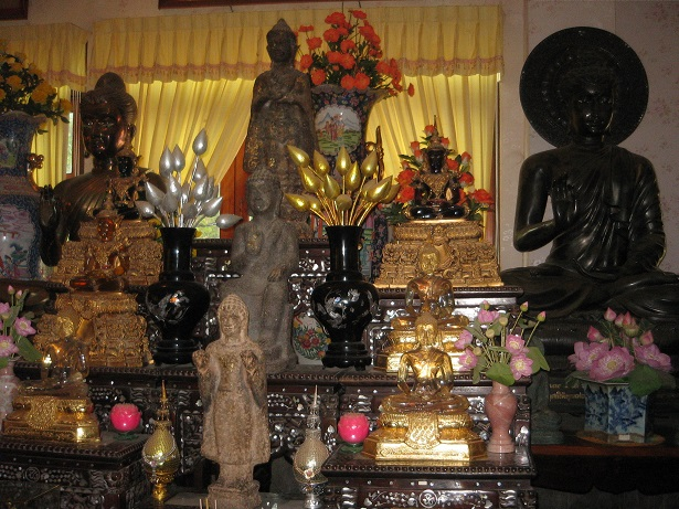 Wat Khao Sukim Chanthapuri antiques