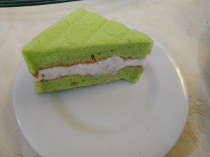 Sponge cake with coconut cream
