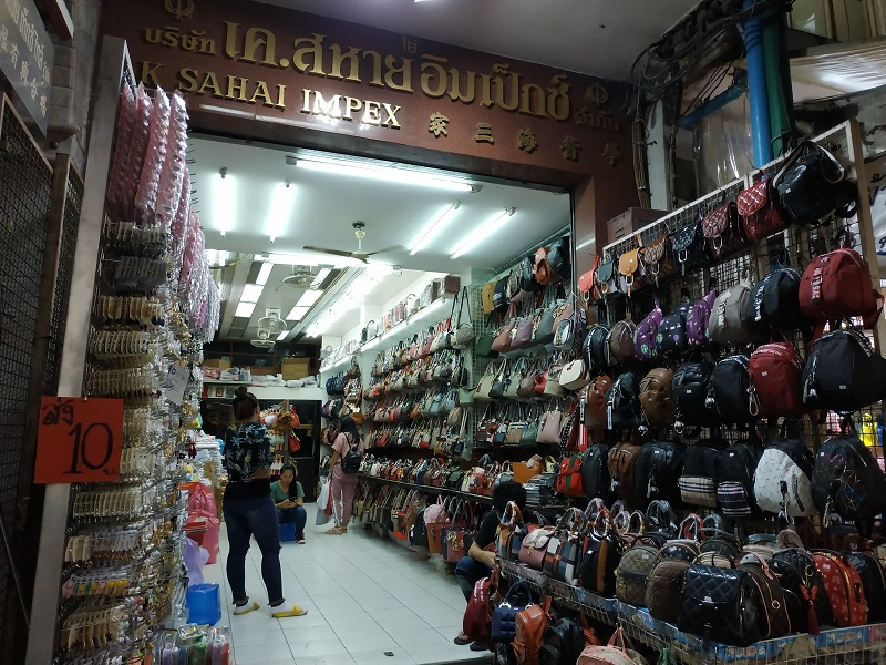Sampeng item suppliers near Bangkok Chinatown bags