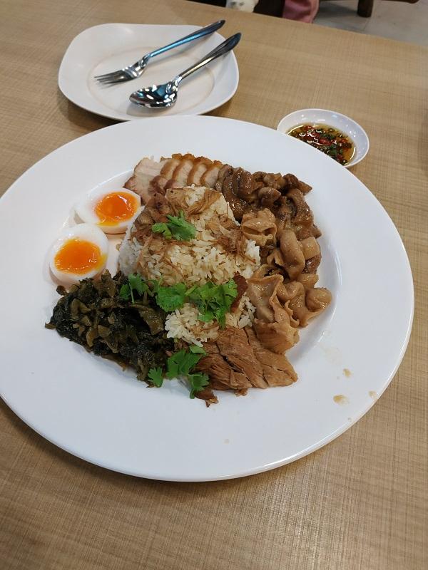 Khao kha moo (pork leg rice)